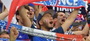 euro-2016-des-supporters-fous-de-joie-apres-la-victoire-des-bleus-8750773