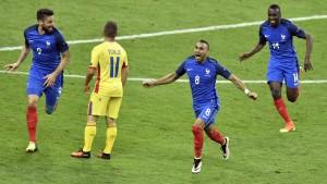 la-joie-de-dimitri-payet-auteur-du-but-de-la-victoire-des-bleus-sur-la-roumanie-en-ouverture-de-l-euro-2016-le-10-juin-au-stade-de-france-1_5614079