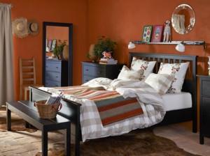 chambre-avec-meubles-noirs-ikea_w641h478