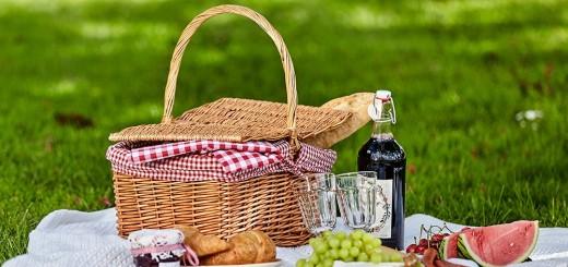 recette-pique-nique-journée-en-plein-air-dans-la-nature-plats-à-emporter-avec-soi-dans-un-panier-pique-nique-idee-de-menu-facile-et-rapide-1