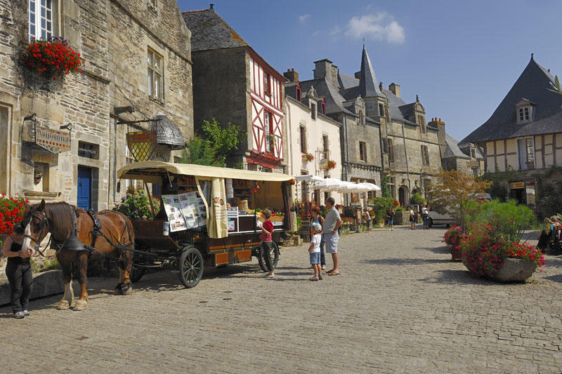 rochefort-en-terre-place_large_rwd