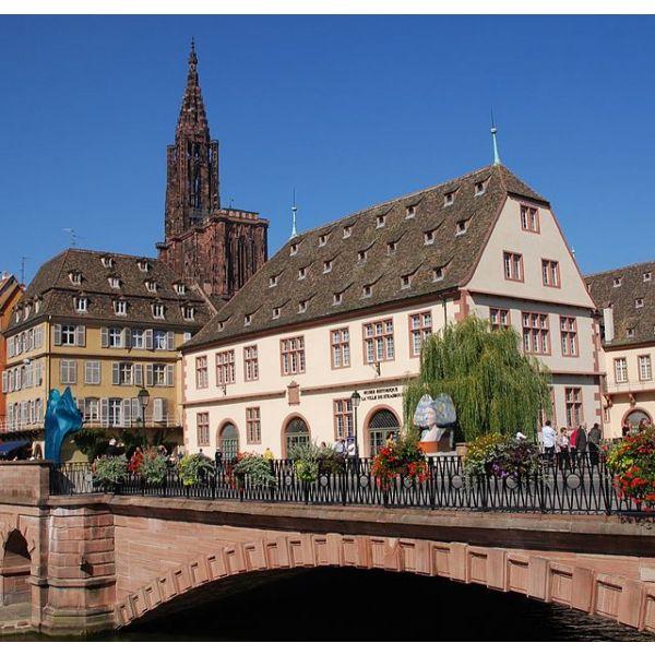 le-musee-historique-de-strasbourg-se-trouve-devant-13965-600-600-F
